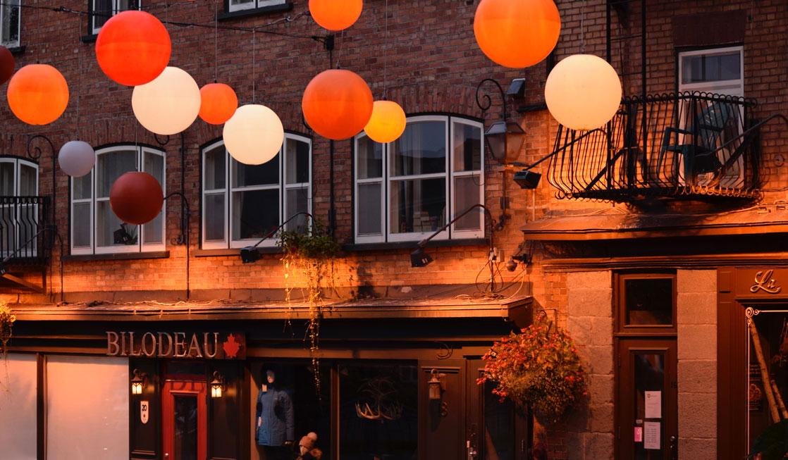 quebec-city-street-with-orange-balloons
