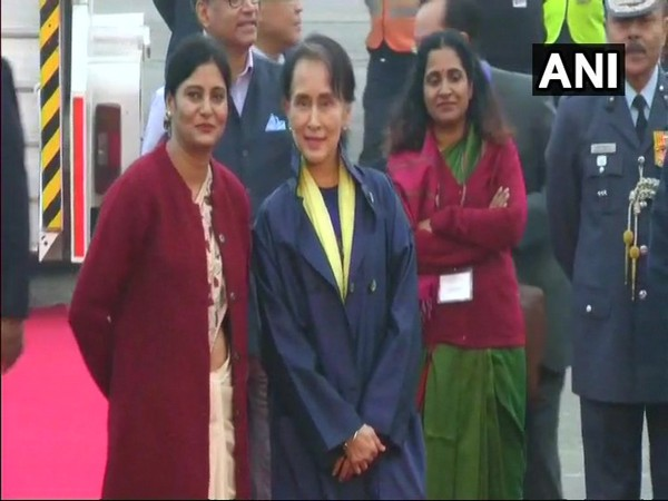 Aung San Suu Kyi arrives in Delhi