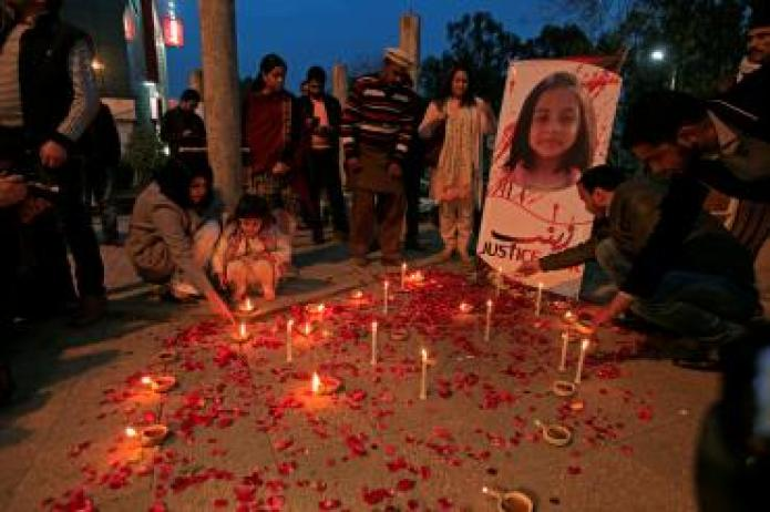 Members of Civil Society light candles and earthen lamps to condemn the rape and murder of 7-year-old girl Zainab Ansari in Kasur, during a candlelight vigil in Islamabad
