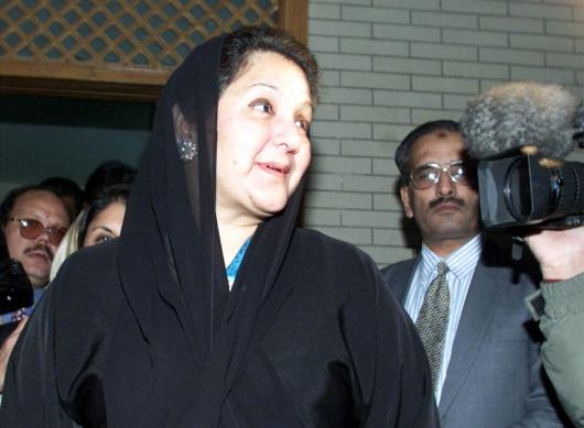 FILE PHOTO: Kulsoom Nawaz, wife of deposed prime minister Nawaz Sharif leaves her Islamabad residence prior to departing the country December 10, 2000. Reuters/Files