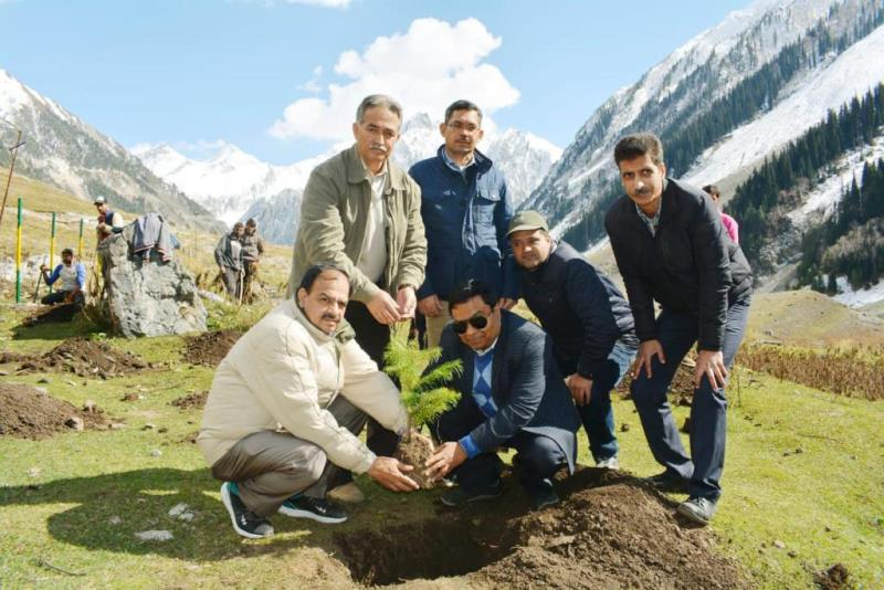 Commissioner Secretary Forests, Manoj Kumar Dwivedi and Principal Chief Conservator of Forests (PCCF), Suresh Chugh-jkinf