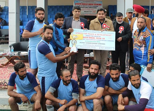 Secretary YSS distributes prizes among winning teams under Khelo India-jkinf