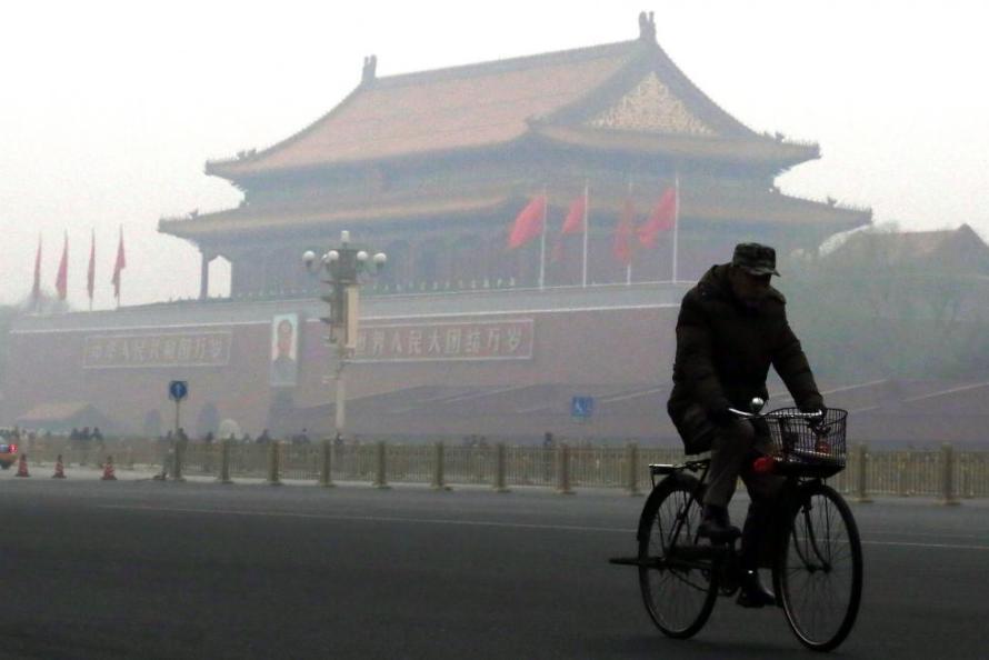 Heavy-smog-posing-health-hazards-covers-north-China