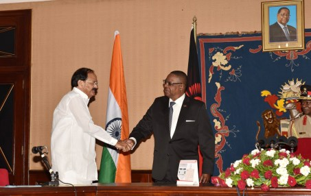 The Vice President, Shri M. Venkaiah Naidu calling on the President of Malawi, Prof. Arthur Peter Mutharika, at the State House, in Lilongwe, Malawi on November 05, 2018
