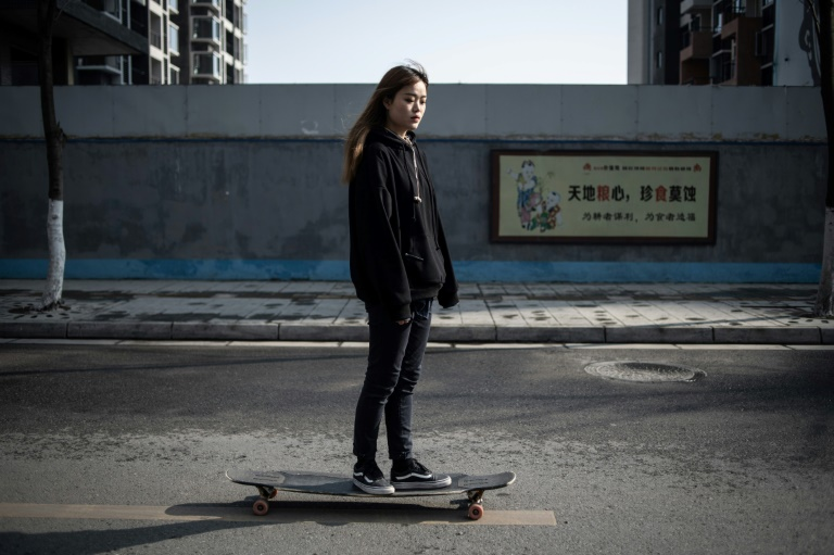 China female longboarder rides into online fame