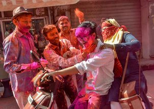 Vice president, PM greet nation on Holi