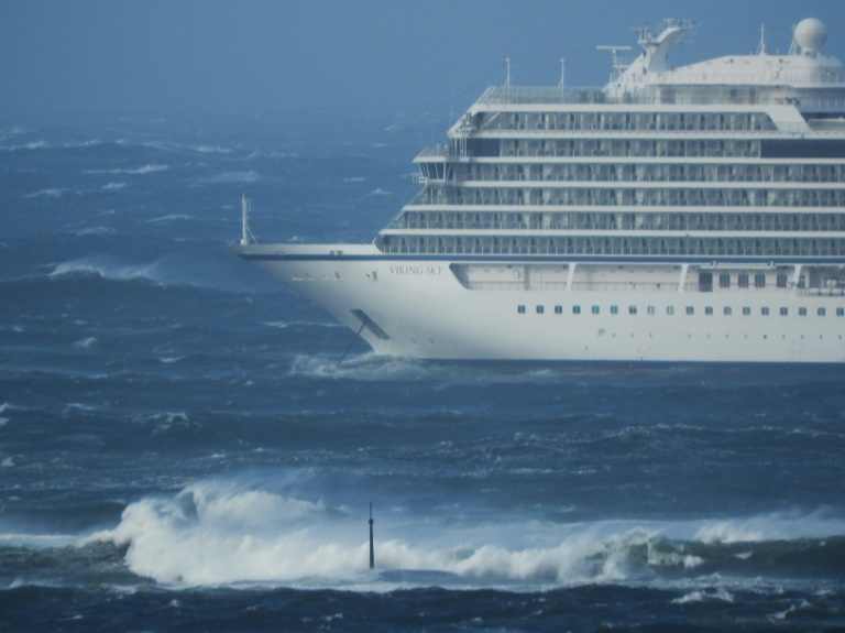 Norway airlifting 1,300 passengers off SOS cruise ship7