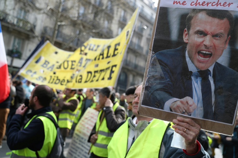 Clashes as French police crack down on 'yellow vest' protests