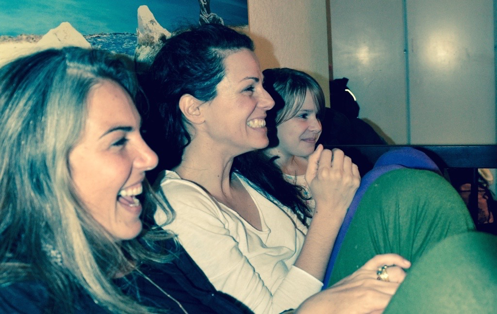 Patricia, Hanna and Anja watching Mio, Angelina and Guy do a dance performance in our living room.