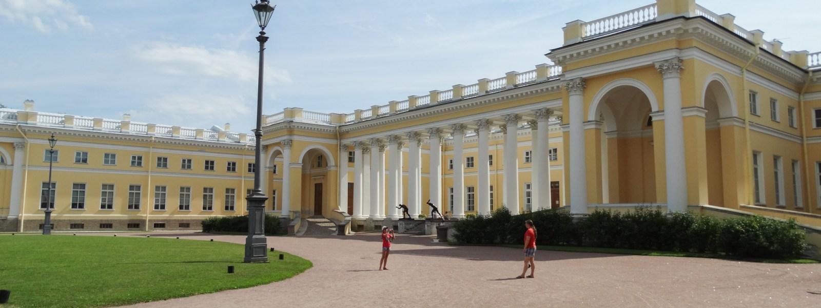 Het Alexanderpaleis, zomerpaleis bij Sint-Petersburg