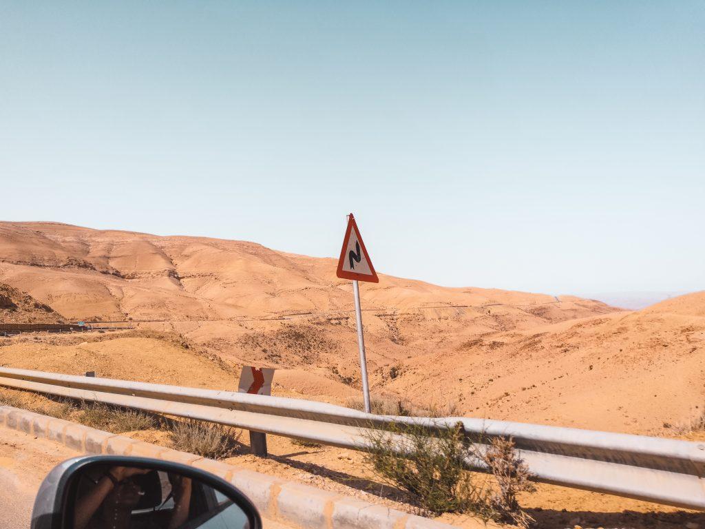 Rijden in Jordanië | Driving in Jordan | Roadtrip | The Orange Backpack