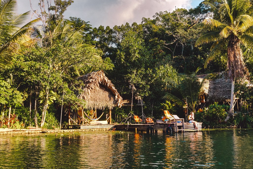 Hotellito Perdido | Rio Dulce Guatemala | The Orange Backpack
