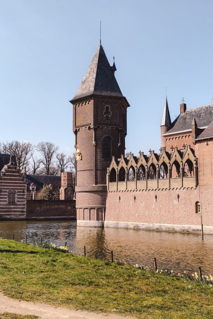 Castle Heeswijk in Brabant   The Orange Backpack