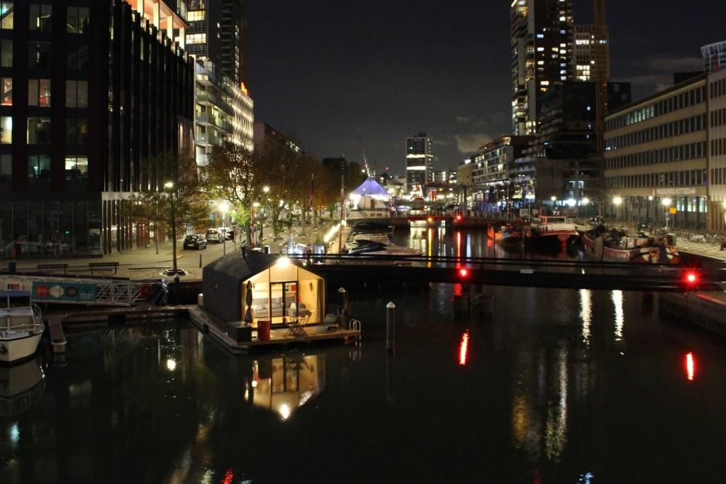 Wikkelboat met hottub via Airbnb