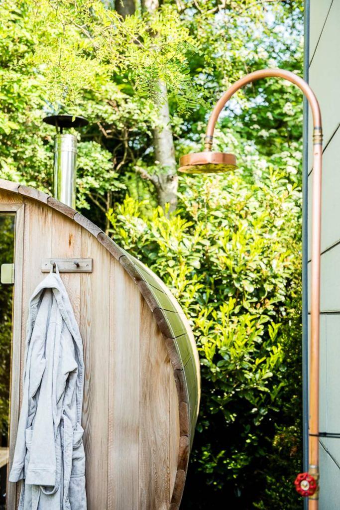 designhuis met buitendouche hottub en sauna