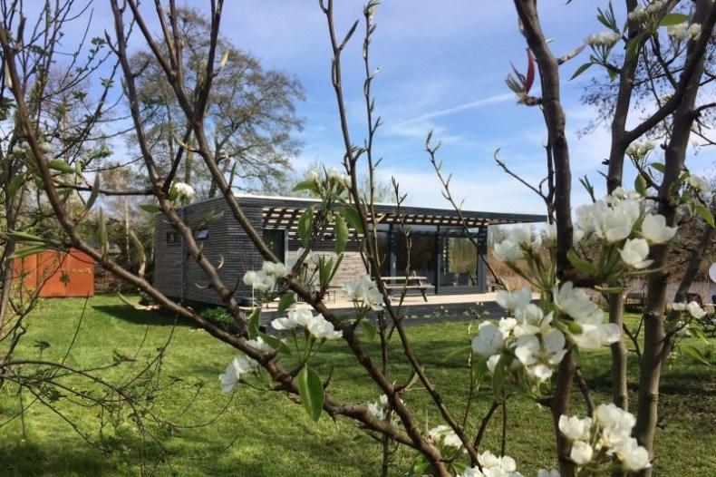 Bijzondere overnachtingen | Design huisje aan het water in Tienhoven