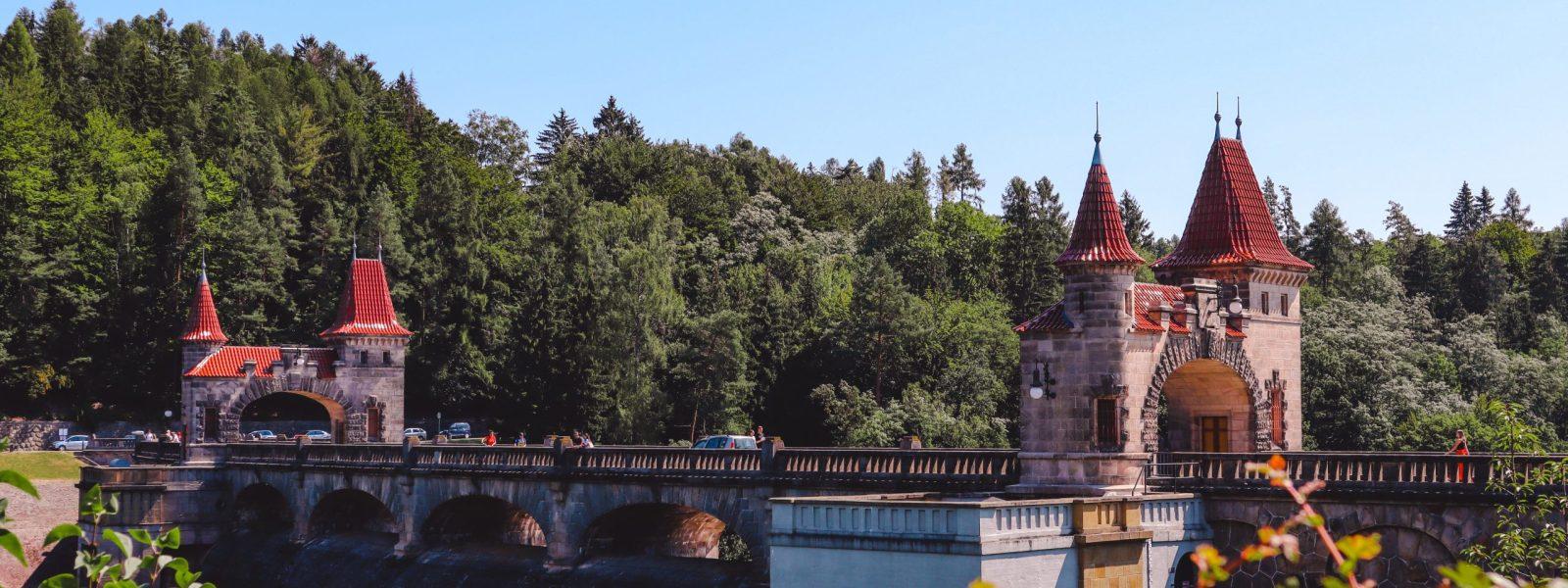 De Forest River Dam, een sprookjesachtig bouwwerk in Tsjechië