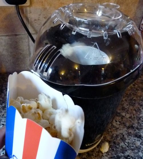The VonShef Popcorn Maker in action
