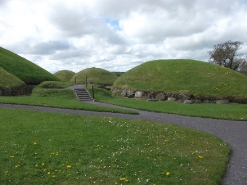 Knowth B Bell