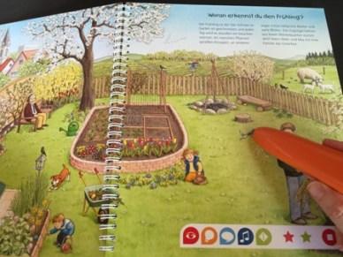 Tip toi interactive book Laura Muncie open