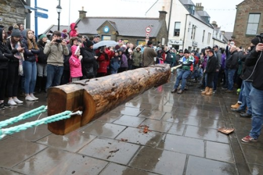 The huge log used in the Stromness Yule Log Pull pic orkney photographic