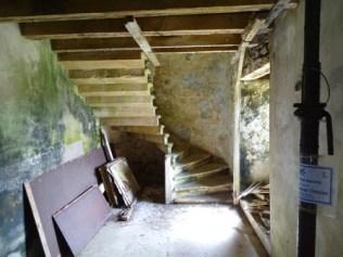 Clestrain stairway 1 M Bell