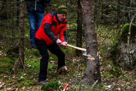 LUMBERJACK: Harvey Johnston had a good swing on the axe.