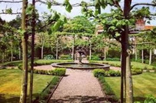walled garden Bel