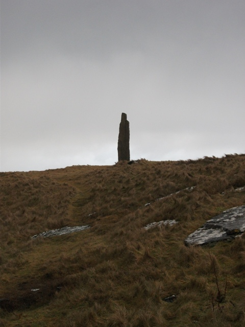 The Ronnie & Morgan Simison stone, standing sentinel by the Eagle cairn, South Ronaldsay credit Bell