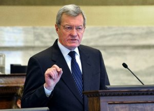 Sen. Max Baucus (D-MT) addresses the Montana state legislature