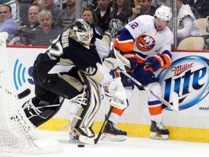 Pens goalie Vokoun struggles for the puck against Islanders center Bailey