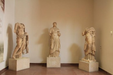 A collection of Roman sculptures.