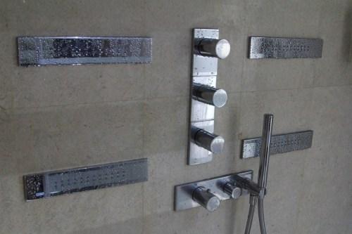 Elaborate shower 2 - horizontal & hand held sprays