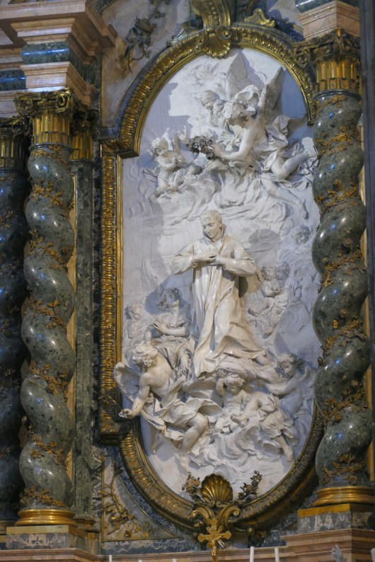 There are some beautifully carved marble side altars.