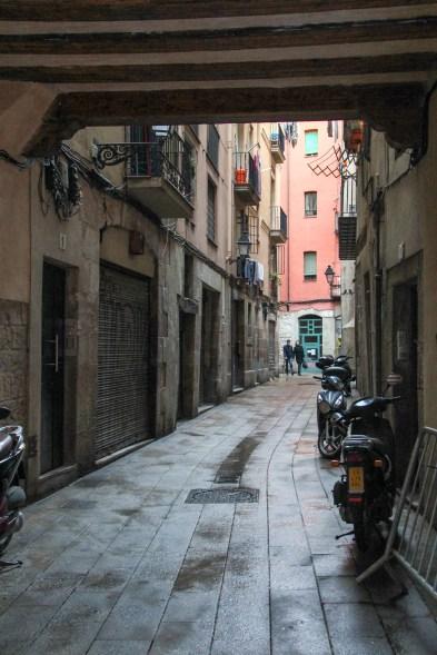 Typical alleyway of Barri Gòtic
