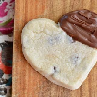 Valentine cookies that are easy to make with your kids. Buttery and chocolately.