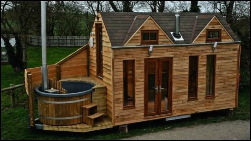 Amazing Tiny House On Wheels With Built-in Hot Tub