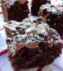 https://thepaddingtonfoodie.com/2012/12/06/its-beginning-to-taste-a-lot-like-christmas-brownies-with-ginger-cranberry-pecan-and-white-chocolate-chunks/