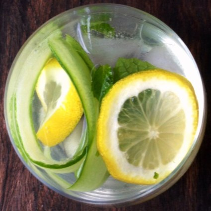 Lemon, Mint and Cucumber Infusion With Apple Cider Vinegar
