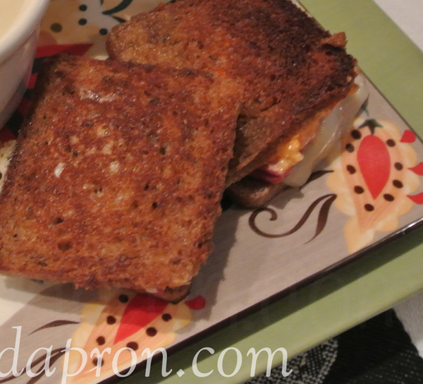grilled pimento cheese thepaintedapron.com