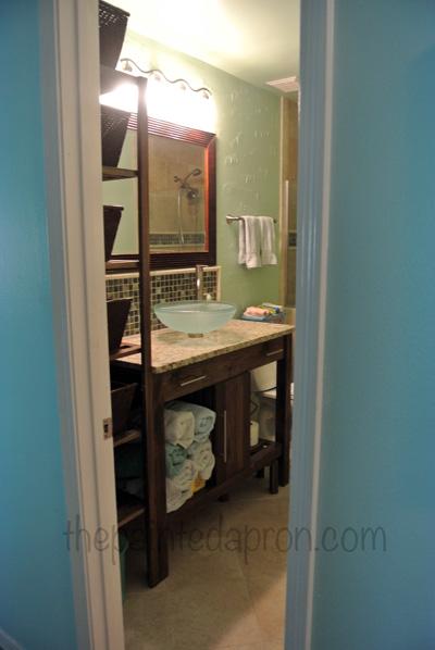guest bath thepaintedapron.com