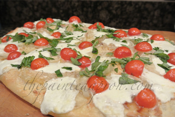 caprese pizza thepaintedapron.com 1
