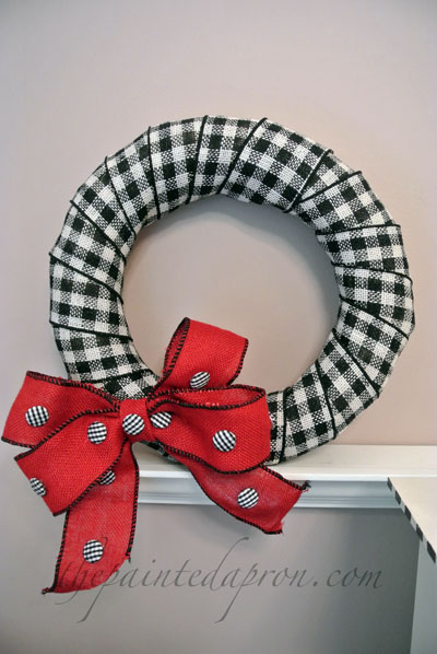 black & white checked wreath thepaintedapron.com