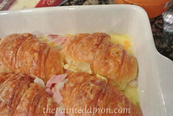 croissant brunch casserole thepaintedapron.com