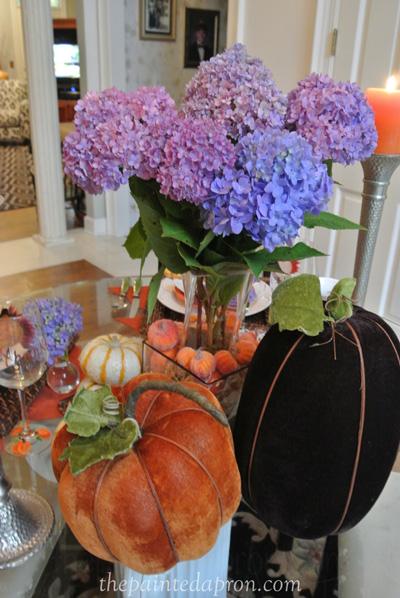 velvet pumpkins and hydrangeas thepaintedapron.com