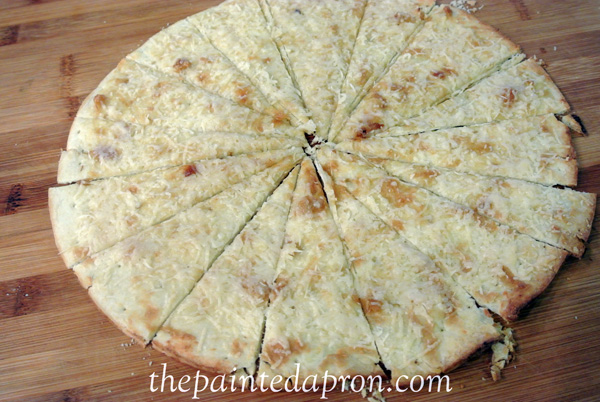 roasted garlic and Parmesan Pizza thepaintedapron,com