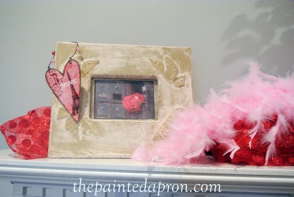 Valentine mantel thepaintedapron.com