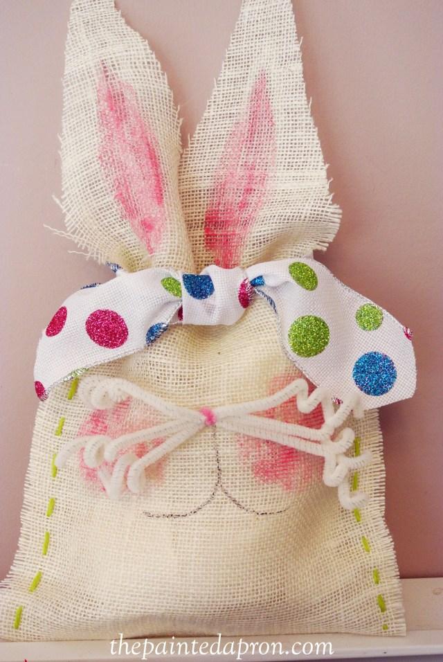 burlap bunny bags 7 thepaintedapron.com