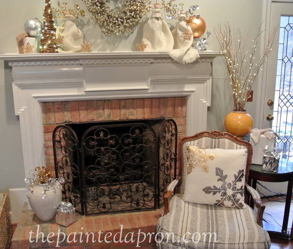 Christmas mantle thepaintedapron.com