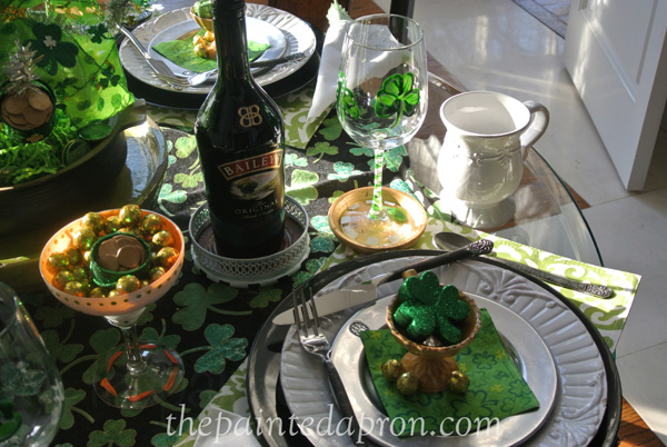 St. Patricks Day table thepaintedapron.com